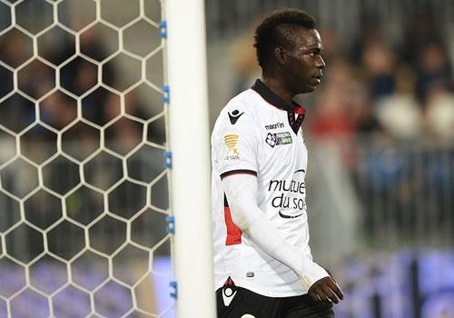 Balotelli sut penalty ghi ban, Nice van thua 2-3 hinh anh