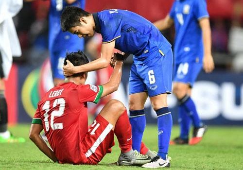 Thai Lan an ui cau thu Indonesia sau chung ket AFF Cup hinh anh