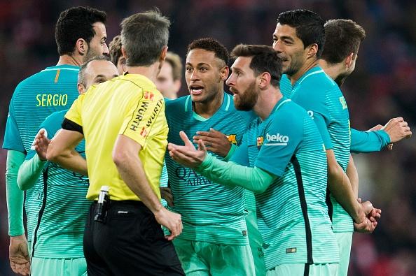 Pique am chi trong tai thien vi Real Madrid hinh anh 1