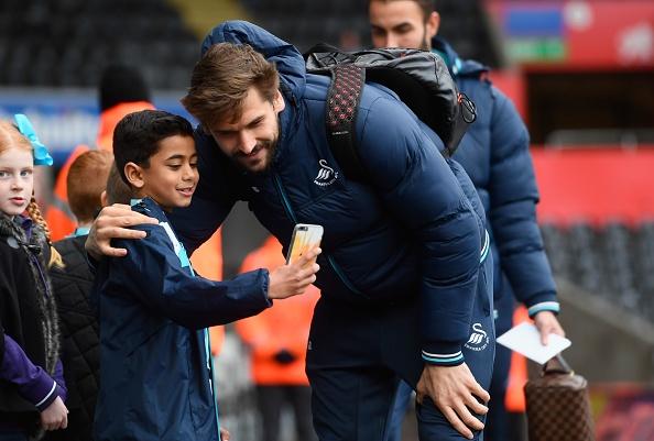 Giroud va Sanchez ghi ban, Arsenal thang Swansea 4-0 hinh anh 12