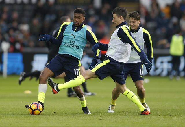 Giroud va Sanchez ghi ban, Arsenal thang Swansea 4-0 hinh anh 14