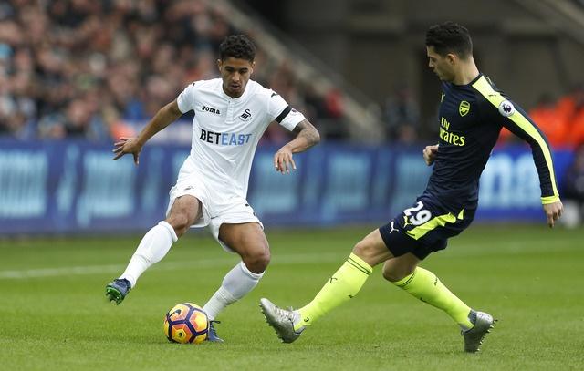 Giroud va Sanchez ghi ban, Arsenal thang Swansea 4-0 hinh anh 16