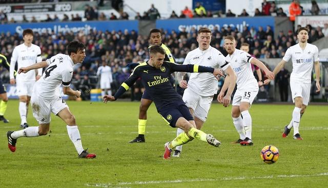 Giroud va Sanchez ghi ban, Arsenal thang Swansea 4-0 hinh anh 25