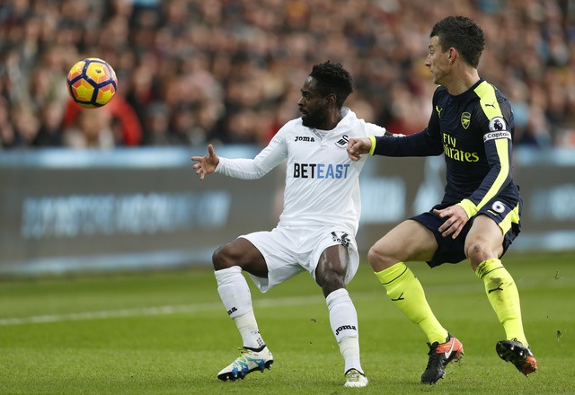Giroud va Sanchez ghi ban, Arsenal thang Swansea 4-0 hinh anh 17