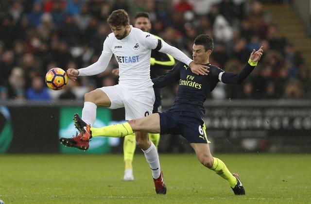 Giroud va Sanchez ghi ban, Arsenal thang Swansea 4-0 hinh anh 18