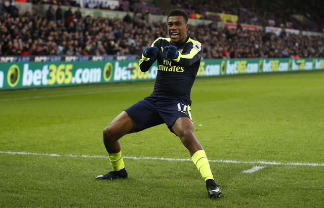 Giroud va Sanchez ghi ban, Arsenal thang Swansea 4-0 hinh anh 27