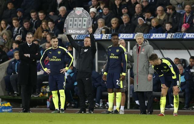 Giroud va Sanchez ghi ban, Arsenal thang Swansea 4-0 hinh anh 29