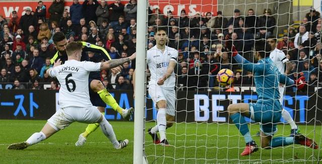 Giroud va Sanchez ghi ban, Arsenal thang Swansea 4-0 hinh anh 21