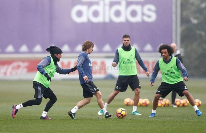 Real don Modric va Gareth Bale tro lai thi dau hinh anh 1
