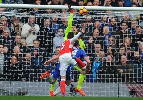 Chelsea 3-1 Arsenal: 'Phao thu' thua be bang hinh anh 27