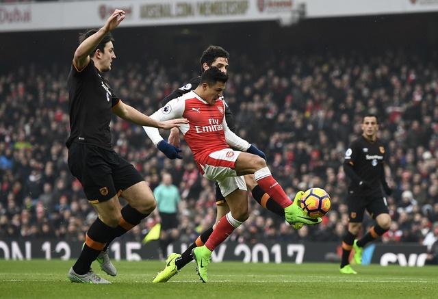 Arsenal vs Hull City (2-0): Sanchez ghi ban bang tay hinh anh 15