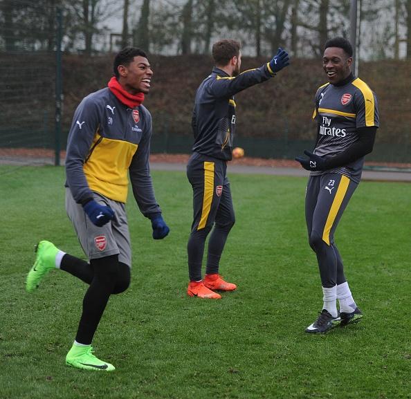 Wenger keu goi CDV Arsenal dung chi trich Oezil hinh anh 4