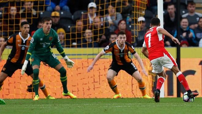 Arsenal vs Hull City (2-0): Sanchez ghi ban bang tay hinh anh 6