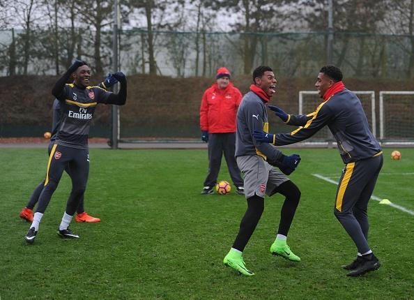 Wenger keu goi CDV Arsenal dung chi trich Oezil hinh anh 5