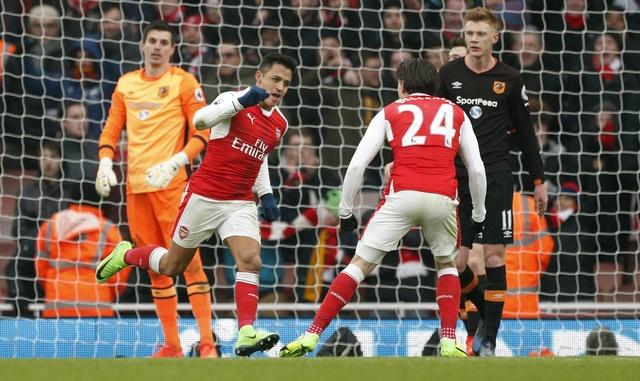 Arsenal vs Hull City (2-0): Sanchez ghi ban bang tay hinh anh 18