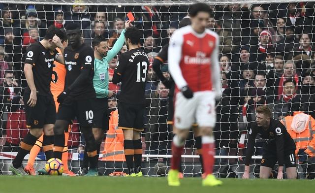 Arsenal vs Hull City (2-0): Sanchez ghi ban bang tay hinh anh 25