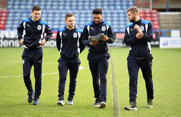 Tran Huddersfield vs Man City anh 12