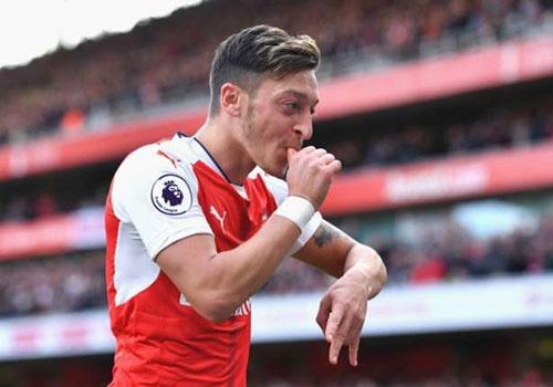 Arsenal mat Oezil o tran 'chung ket' gap Liverpool hinh anh