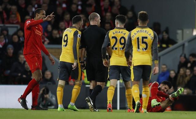 Liverpool 3-1 Arsenal: Arsene Wenger om dau that vong hinh anh 17