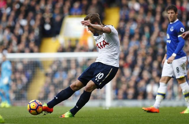 Tottenham 3-2 Everton: Harry Kane dan dau cuoc dua vua pha luoi hinh anh 17
