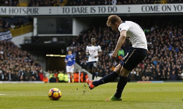Tottenham 3-2 Everton: Harry Kane dan dau cuoc dua vua pha luoi hinh anh 23