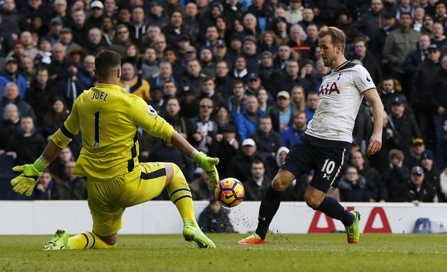Tottenham 3-2 Everton: Harry Kane dan dau cuoc dua vua pha luoi hinh anh 25