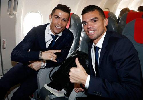 Ronaldo banh bao den Italy da luot ve vong 1/8 Champions League hinh anh