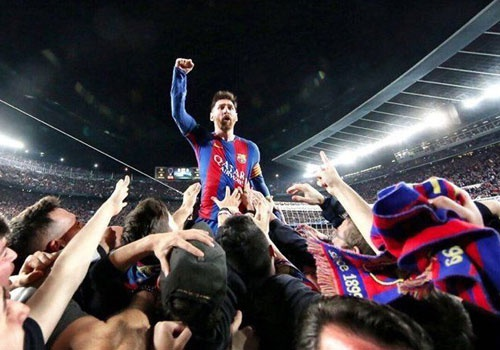 Cau thu Barca tu hao khoe ky luc Champions League tren mang xa hoi hinh anh