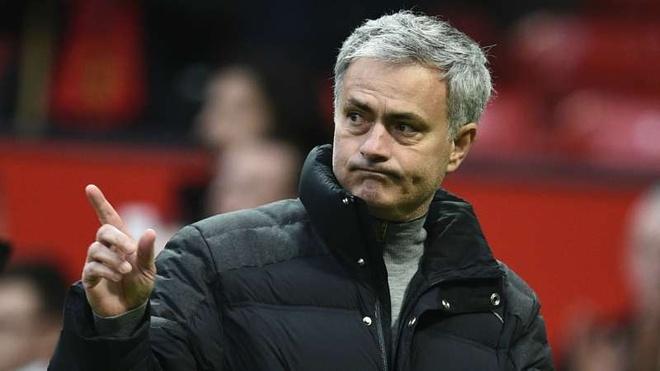 Mourinho bat an truoc Rostov anh 1