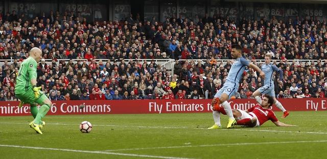 Aguero va David Silva dua Man City vao ban ket cup FA hinh anh 17