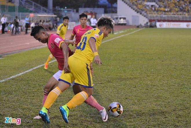 CLB Sai Gon thang SLNA 3-1, CLB Thanh Hoa tiep tuc bat bai hinh anh 21