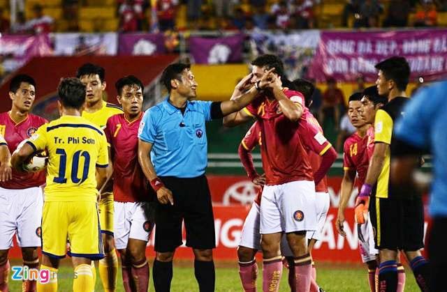 CLB Sai Gon thang SLNA 3-1, CLB Thanh Hoa tiep tuc bat bai hinh anh 23