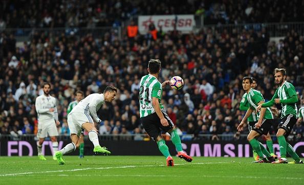 Ronaldo lap ky luc ghi ban bang dau o La Liga hinh anh 1