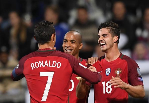Ronaldo tien cu tai nang tre cho Real Madrid hinh anh 1