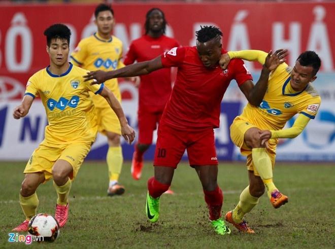 Trong tai bi phan ung sau khi CLB Thanh Hoa thua nguoc CLB Ha Noi 1-2 hinh anh 3