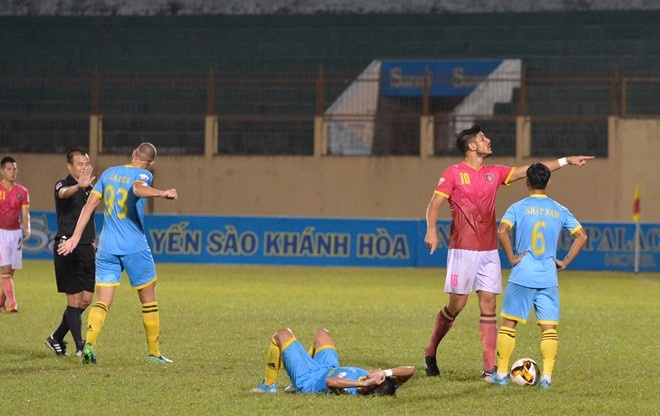 Trong tai bi phan ung sau khi CLB Thanh Hoa thua nguoc CLB Ha Noi 1-2 hinh anh 11