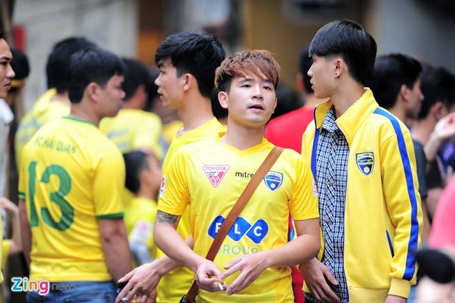 Trong tai bi phan ung sau khi CLB Thanh Hoa thua nguoc CLB Ha Noi 1-2 hinh anh 14