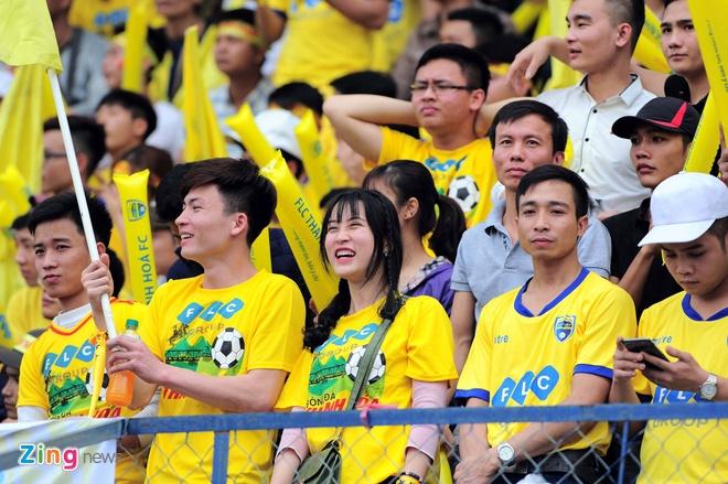 Trong tai bi phan ung sau khi CLB Thanh Hoa thua nguoc CLB Ha Noi 1-2 hinh anh 20