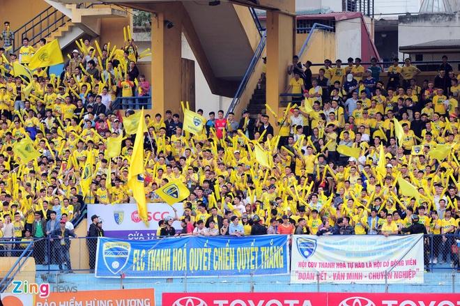 Trong tai bi phan ung sau khi CLB Thanh Hoa thua nguoc CLB Ha Noi 1-2 hinh anh 15