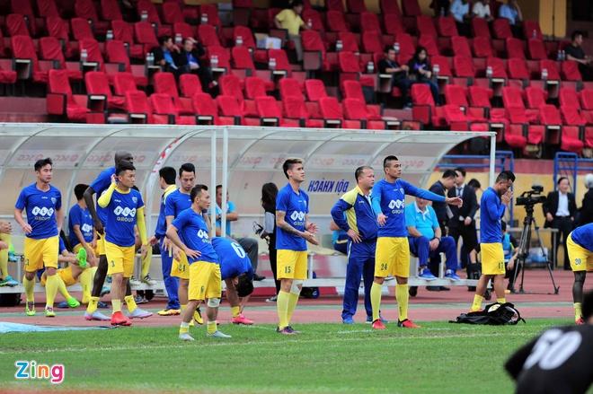 Trong tai bi phan ung sau khi CLB Thanh Hoa thua nguoc CLB Ha Noi 1-2 hinh anh 16