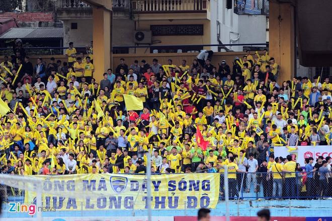 Trong tai bi phan ung sau khi CLB Thanh Hoa thua nguoc CLB Ha Noi 1-2 hinh anh 19