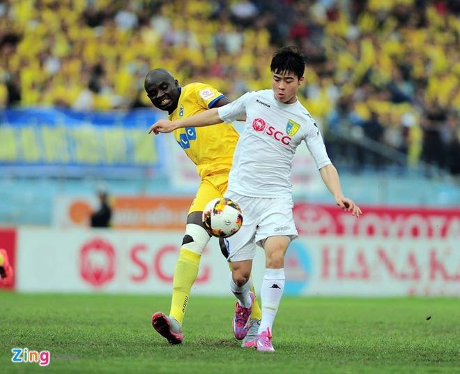 Trong tai bi phan ung sau khi CLB Thanh Hoa thua nguoc CLB Ha Noi 1-2 hinh anh 26