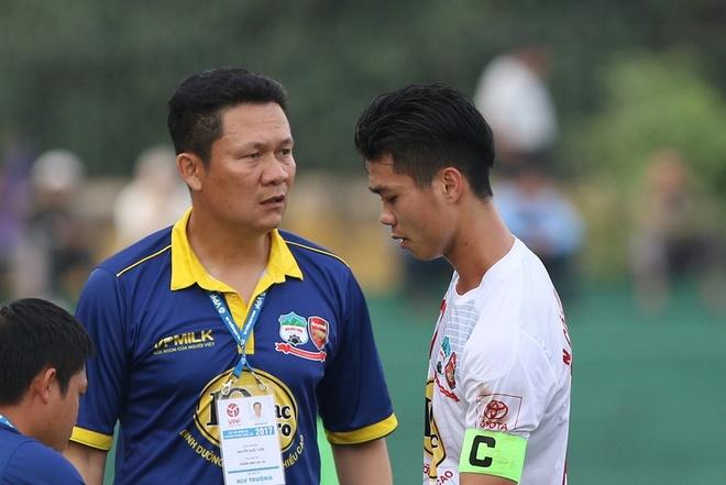 Trong tai bi phan ung sau khi CLB Thanh Hoa thua nguoc CLB Ha Noi 1-2 hinh anh 7