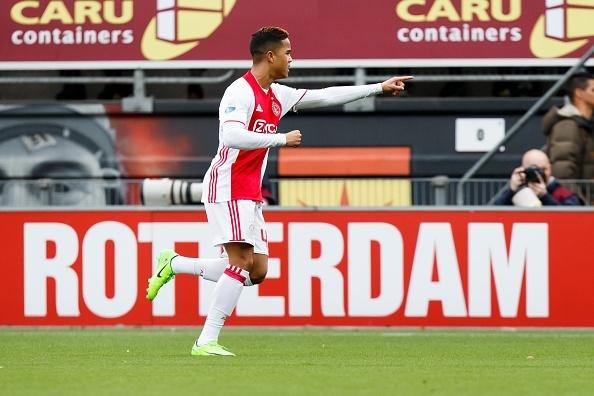 Con trai Kluivert lan dau ghi ban cho Ajax o tuoi 17 hinh anh 1