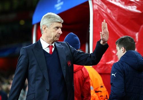 Cau thu Arsenal ung ho Wenger ky hop dong moi hinh anh