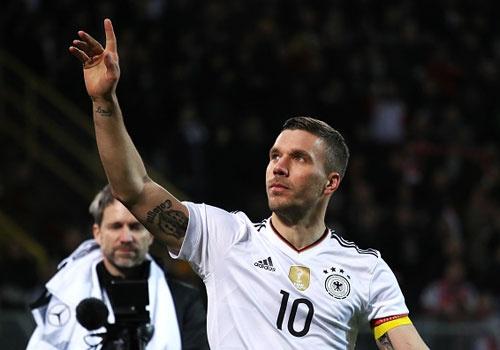 Giup tuyen Duc danh bai Anh, Podolski giai nghe hinh anh