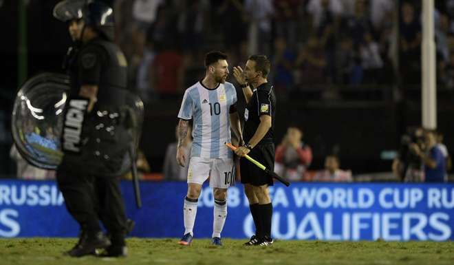 Messi bi nghi ngo si nhuc trong tai anh 1