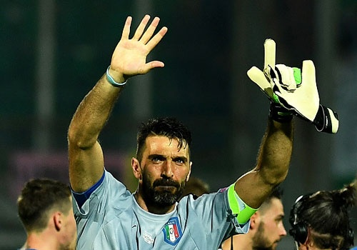 Buffon giu sach luoi trong tran thu 1000, Italy thang 2-0 hinh anh