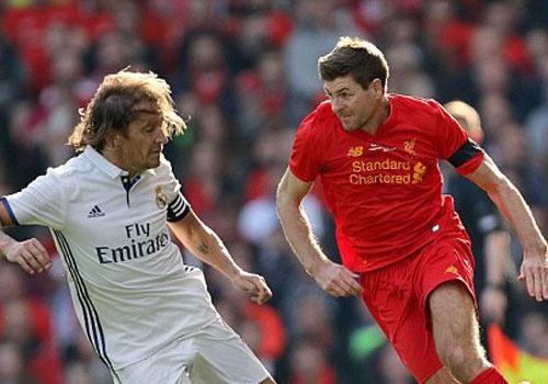 Doi huyen thoai Real cua Figo thua 3-4 tren san Anfield hinh anh