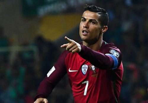 Ronaldo khen dong doi tren trang ca nhan anh 1